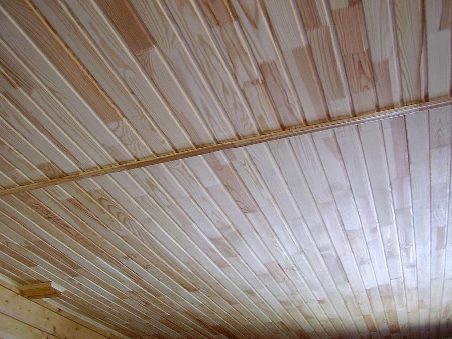 Потолок из обшивки